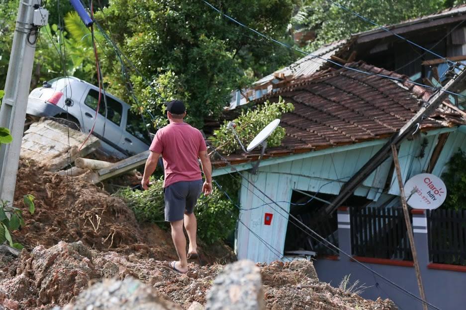 Moradores que tiveram suas casas afetadas pelas fortes chuvas precisam fazer cadastro   Foto Eduardo Montecino/OCP News
