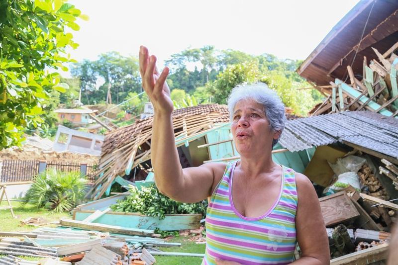 Nadir Pereira Ribeiro Kolachneck não teve a casa atingida, mas familiares perderam tudo | Foto Eduardo Montecino/OCP News