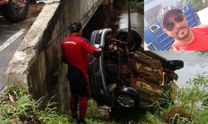 Carro submerso foi retirado da água com apoio de um guincho | Foto Divulgação