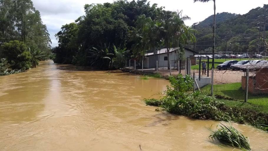 Rio Cerro, próximo ao trevo na Nanete Têxtil   Foto Claudio Costa/OCP News