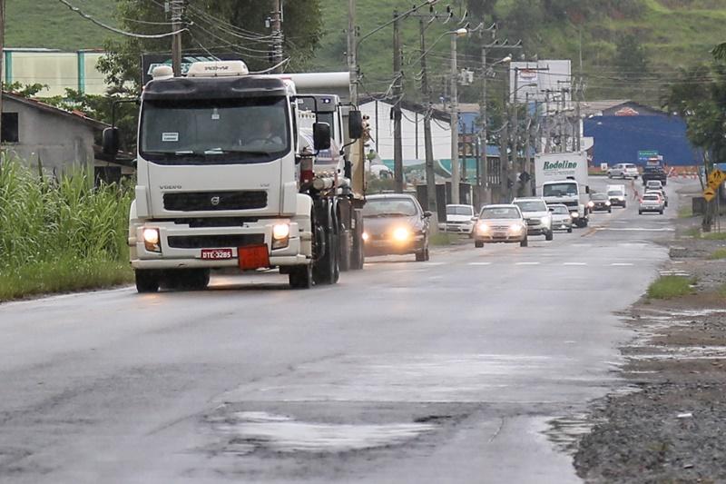 Avenida Izídio Carlos Peixer é uma das vias usadas como desvio | Foto Eduardo Montecino