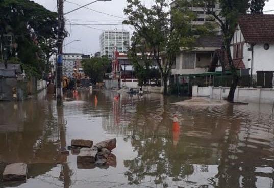 Rua São Paulo, esquina com a Rio do Sul, no início da manhã desta sexta-feira | Foto Reprodução