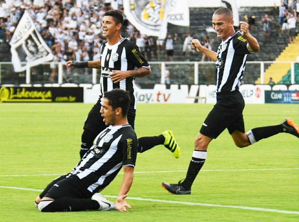 Alípio comemora primeiro gol do Figueirense sobre o Brusque  | Foto Hermes Bezerra/Figueirense FC