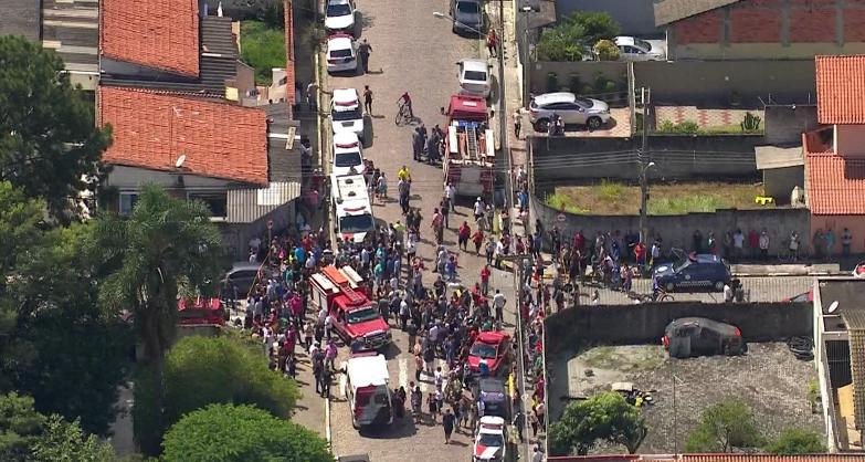 Equipes de resgate, da PM e da Polícia Civil estão no local | Foto: Reprodução/TV Globo