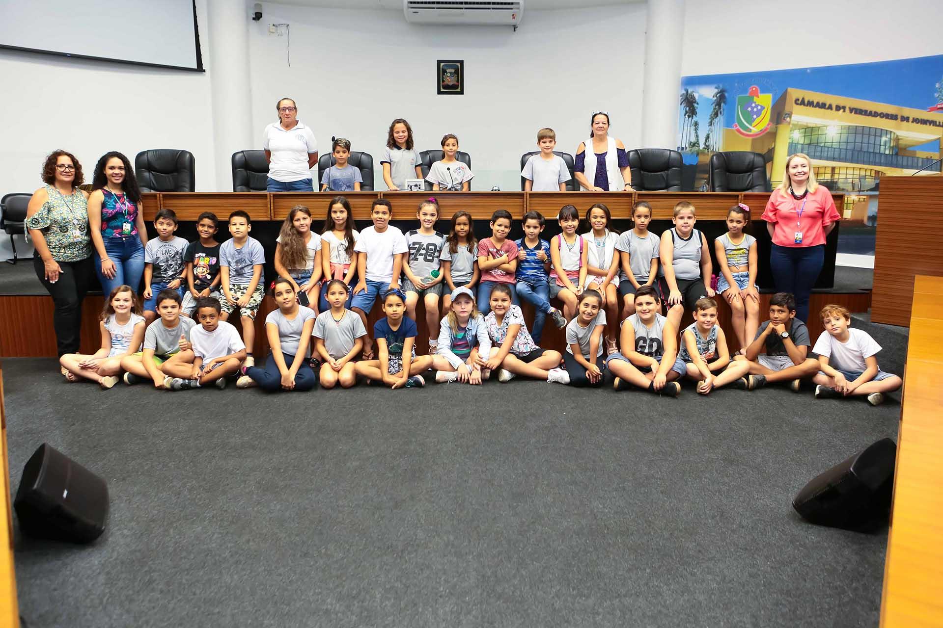 Alunos do quarto ano da Escola Estadual Juracy Maria Brosig visitaram a Câmara de Joinville |  Foto Mauro Arthur Schlieck/CVJ