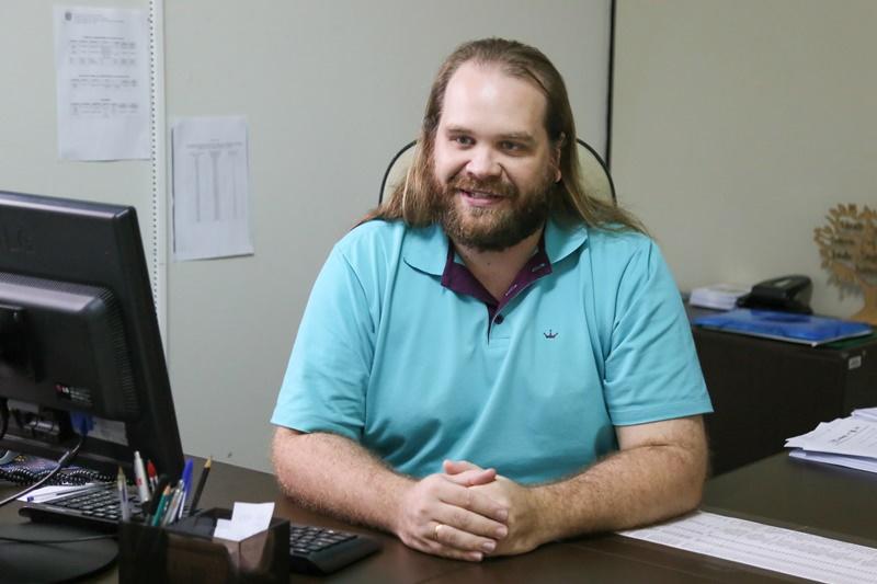 Além de professor, Fernando Alflen também atuou como diretor de escola e hoje se especializa em Administração Pública   Foto Eduardo Montecino/OCP News