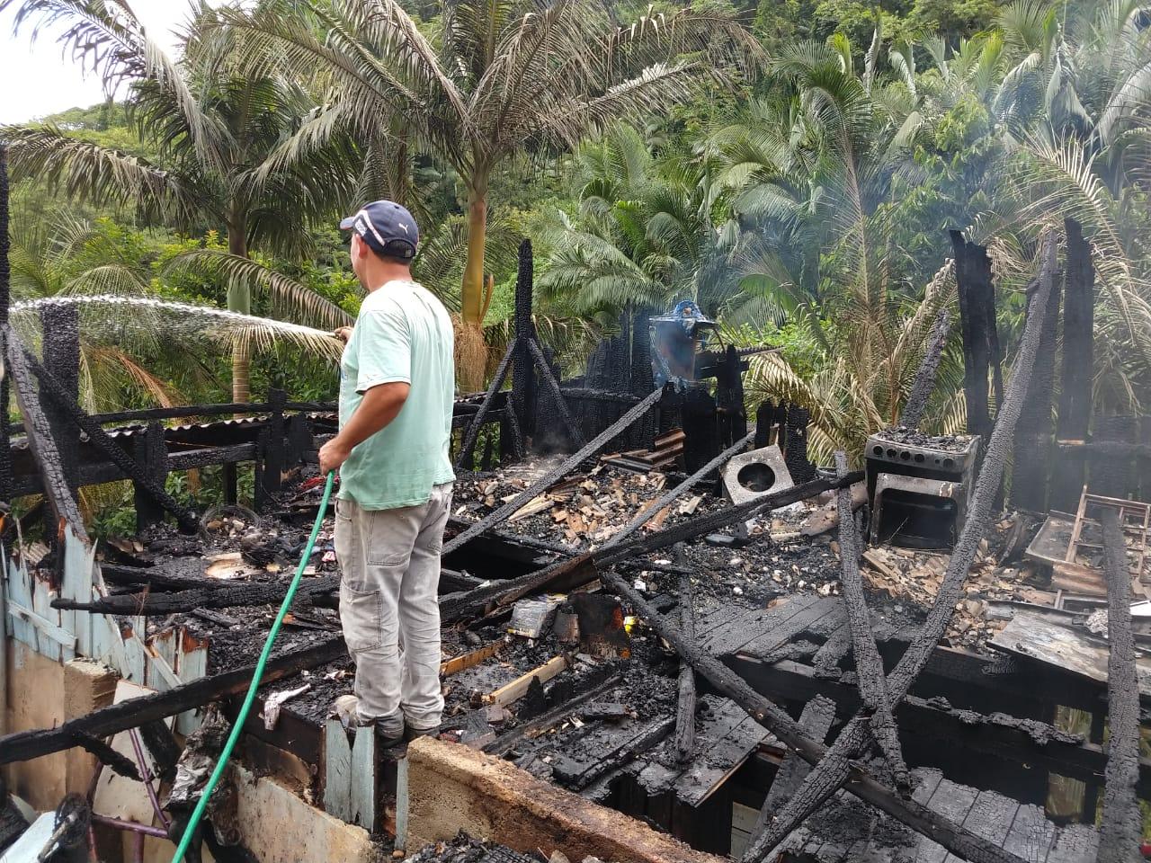 Genoir perdeu tudo durante o incêndio | Foto: Fábio Junkes/OCP News
