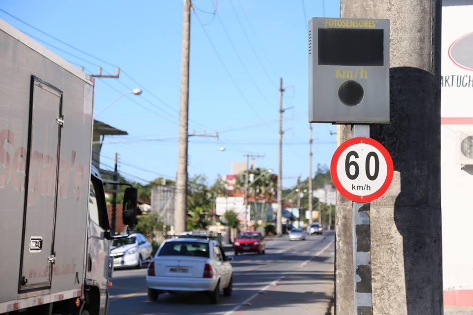 Lombadas eletrônicas registram nas estradas veículos que ultrapassam o limite estabelecido, para diminuir o risco de acidentes.   Foto Eduardo Montecino/OCP News