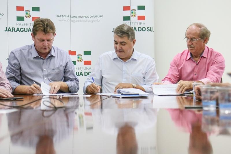 Investimento de mais de R$ 4 milhões será destinado à pavimentação de 14 ruas | Foto Eduardo Montecino/OCP News